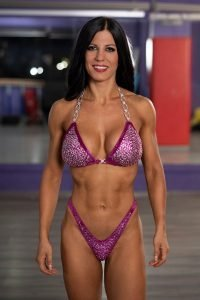 Bikini posing in palestra - Dott.ssa Valeria Galfano